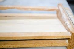 Spezielles italienisches Werkzeug Chitarra- für die Herstellung von Teigwaren Lizenzfreie Stockfotos