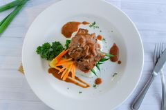 Spezielles Kücherindfleisch mit geschmackvoller Soße stockbild