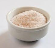 Spezielles rosa Salz vom Himalaja, in einer kleinen Schüssel Lizenzfreies Stockbild
