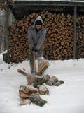 Spezzettamento del legno a pezzi Immagini Stock