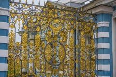 Spezzetti il cancello dorato, Catherine Palace, Tsarskoye Selo, spinta Immagini Stock