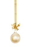 Sphère d'or de Noël photographie stock libre de droits