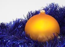 Sphère de Noël d'or Image stock
