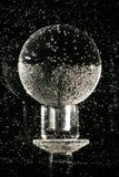 Sphère en cristal sous-marine   Photographie stock libre de droits