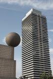 Sphère sur un toit Images stock