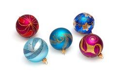 Sphères brillantes de Noël sur un blanc Image libre de droits