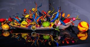 Sphères de verre soufflé dans le bateau, le jardin de Chihuly et le musée en verre photographie stock libre de droits