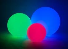 Sphères rougeoyantes empilées Photos stock