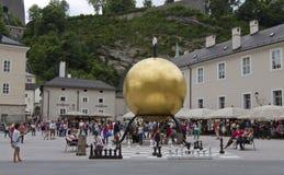Sphaera door Stephan Balkenhol in Kapitelplatz, Salzburg, Oostenrijk Stock Foto
