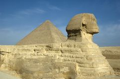 Sphinx & grande pirâmide Imagem de Stock