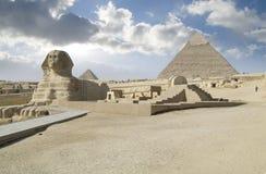 Sphinx & pirâmide Fotografia de Stock