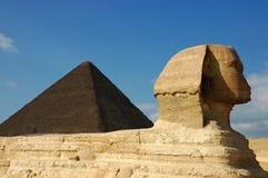 Sphinx & pirâmide Fotografia de Stock Royalty Free