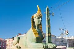 Sphinx de pont égyptien au-dessus de la rivière de Fontanka, St Petersburg, Russie Image libre de droits