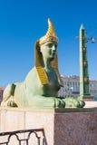 Sphinx de pont égyptien au-dessus de la rivière de Fontanka, St Petersburg, Russie Photo libre de droits