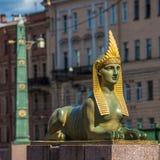 Sphinx de pont égyptien au-dessus de la rivière de Fontanka, St Petersburg Photo stock