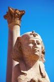 Sphinx e coluna de Pompey, Alexandria, Egipto Fotografia de Stock