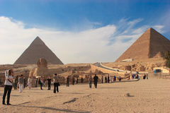 Sphinx e grande piramide Fotografie Stock