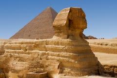 Sphinx e grande piramide Fotografia Stock