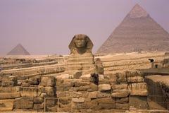 Sphinx e pirâmide o Cairo Foto de Stock