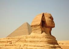 Sphinx e pirâmides de Giza em Egipto Imagem de Stock Royalty Free