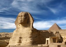 Sphinx e piramide Immagine Stock