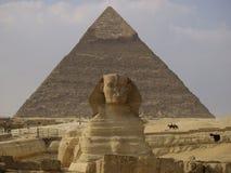 Sphinx e piramide Fotografia Stock
