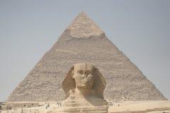 Sphinx e piramide del Chefren Fotografia Stock
