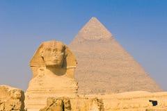 Sphinx e pirâmides em Giza, o Cairo Foto de Stock Royalty Free