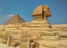 Sphinx et pyramide de Keops en Egypte images libres de droits