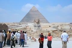 Sphinx et pyramide grands de Khafre Images libres de droits