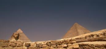 Sphinx et pyramides de Giza Photos libres de droits