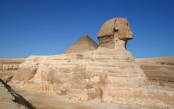 Sphinx and the pyramid in Giza Royalty Free Stock Images