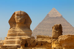 The Sphinx and Pyramid of Khafre Royalty Free Stock Photos