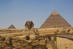 The Sphinx and the pyramids of Khafre (Chephren) and Menkaur (Mycerinus) in Giza - Cairo, Egypt Stock Photos