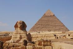 Sphinx und Pyramide Stockbild