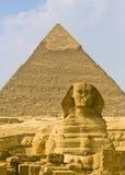 Sphinx und Pyramide Stockfoto