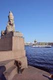 Sphinx am Universitetskaya-Damm, St Petersburg, Russland Stockfotos