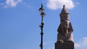 sphinxes St Petersburg Contra o céu com nuvens Imagem de Stock