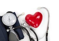 Sphygmomanometer con el corazón y el estetoscopio Fotografía de archivo