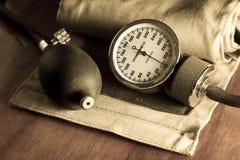Sphygmomanometer, mig dical hjälpmedel och utrustning royaltyfri foto