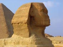 Sphynx y pirámides en Giza Imágenes de archivo libres de regalías