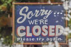 Spiacente noi ` con riferimento ai segni chiusi Fotografia Stock
