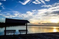 Spiagge d'invito su un lago pacifico Immagini Stock Libere da Diritti