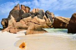 Spiagge rocciose del granito sulle isole delle Seychelles Fotografia Stock Libera da Diritti