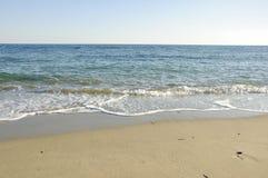 Spiaggia abbandonata. Immagini Stock