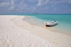Spiaggia abbandonata nei maldives Immagini Stock