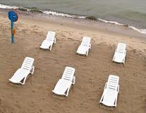 Spiaggia abbandonata sulla banca del Mar Baltico Immagine Stock