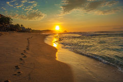 Spiaggia ad alba, Messico di Zipolite immagine stock libera da diritti
