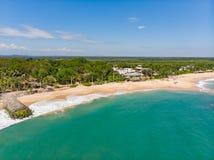 Spiaggia aerea Sri Lanka di Tangalle osservare da sopra fotografia stock