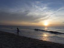 Spiaggia al tramonto nello Sri Lanka Fotografie Stock Libere da Diritti